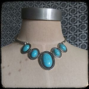Jewelry - Native American turquoise boho silvertone necklace